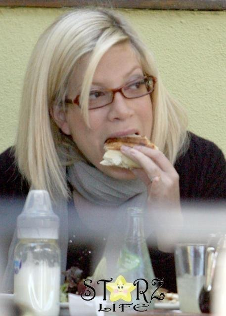 thin-actress-eats.jpg