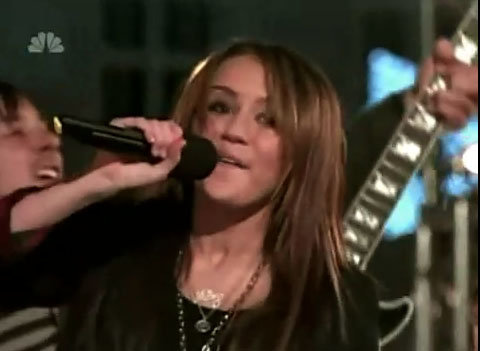 Miley Cyrus performed Rockin' Around the Christmas Tree at last nights tree  lighting ceremony at Rockefeller center, and as I must admit every time  this ... - Miley Rocks Christmas Tree Lighting. - StarzLife