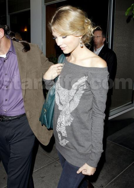 102809_SL_Lautner_Swift26