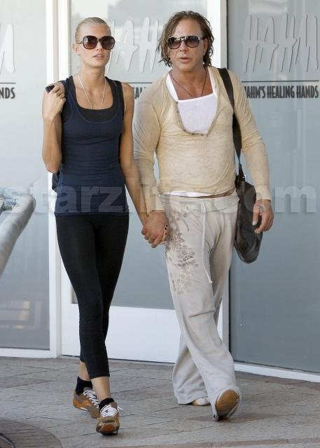 Mickey Rourke to Wed D...