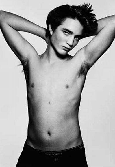 Robert_Pattinson_On_his_Underwear_pic