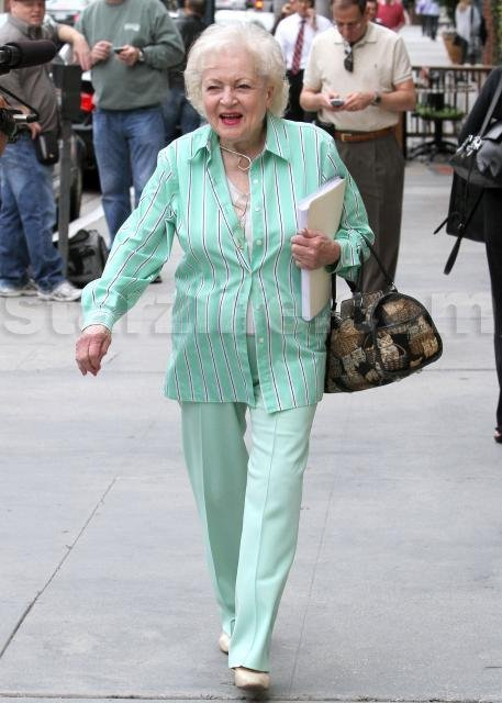 Twilight Stars Campaigning For Betty White?