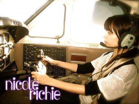 Nicole-Richie-Montreal-Plane-Winter-Kate-House-of-Harlow-02221010-480x360