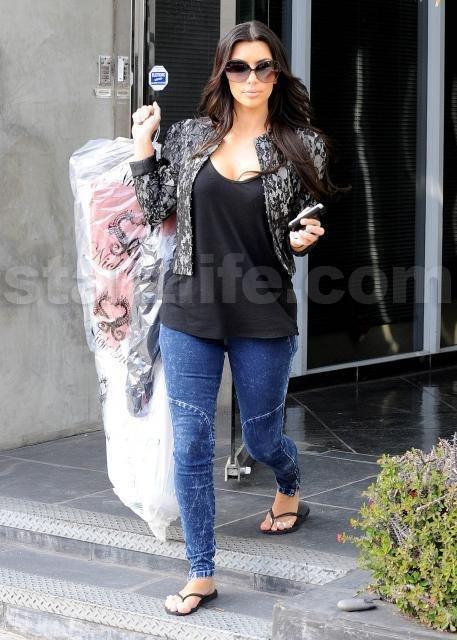 030210_SL_Kardashian11