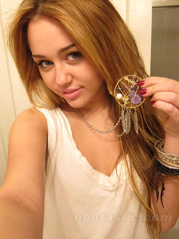 Miley cyrus boobs