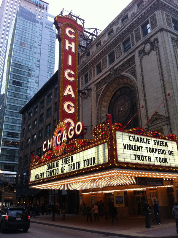 Charlie Sheen Redeems Himself in Chicago With Standing Ovation
