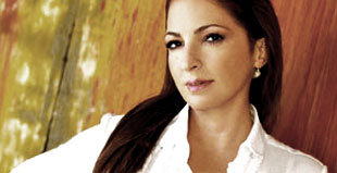 Gloria Estefan In Talks To Appear On Glee