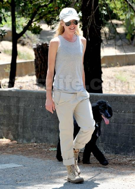 EXCLUSIVE!!! Portia Di Rossi Walks The DeGeneres Dog