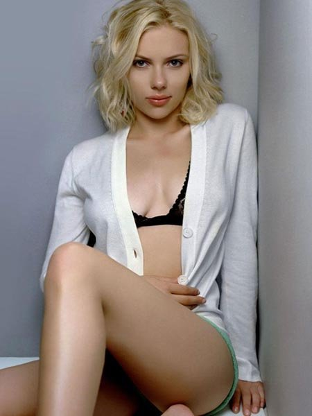 Alleged nude photos of Scarlett Johansson have hit the net this morning, ...
