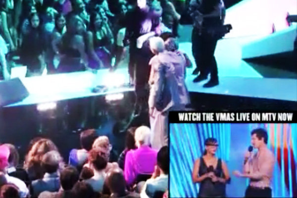 Rihanna, Chris Brown Share VMA Embrace